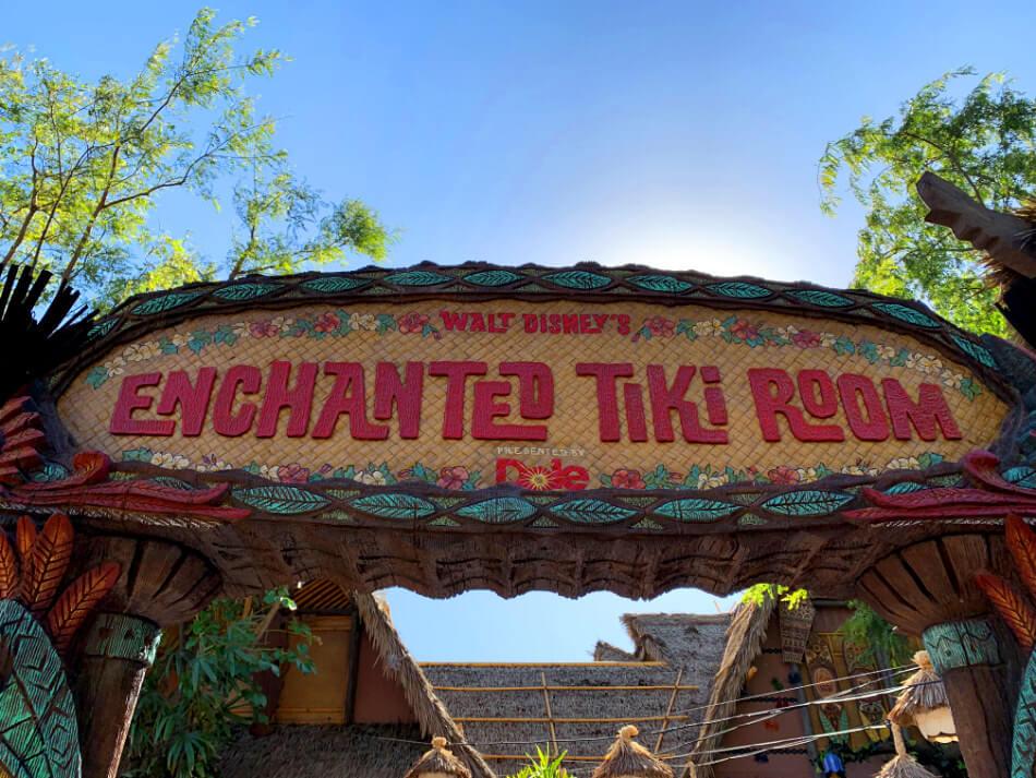 אטרקציות דיסנילנד קליפורניה Enchanted Tiki Room