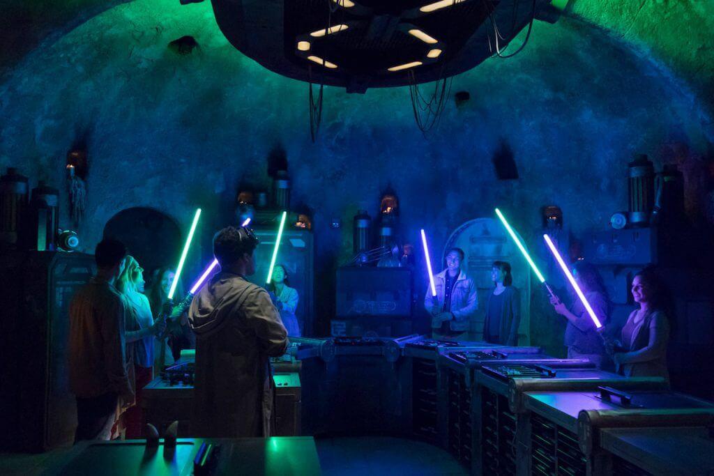 מלחמת הכוכבים קצה הגלקסיה lightsabers Savi's Workshop ומרצ'נדייז חנויות